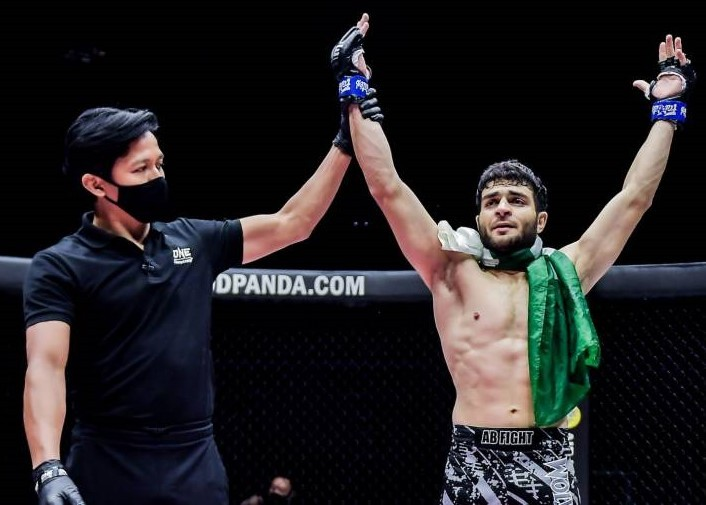 THE MMA  fighter of Pakistan stuns an Indian fighter (opponent) in only 56 seconds (VIDEO)